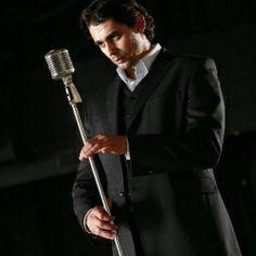 Karol Csino -  herec, spevák a moderátor. Vhodný najmä na moderovanie akcii noblesnejšieho typu. Aktívne pôsobí aj v oblasti športu ako motivátor a tréner, rozumie teda i teambuildingu a športovo ladeným podujatiam (slovenčina, angličtina). Ako profesionálny spevák interpretuje predovšetkým žáner swing (Frank Sinatra), muzikál a operetu