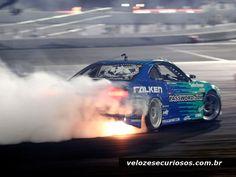 Derrapando em alta velocidade na pista