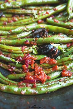 Green beans in Greek - Do it Yourself & More! Simply Recipes, My Recipes, Sweet Recipes, Vegan Recipes, Food Inspiration, Green Beans, Tapas, Side Dishes, Food Porn