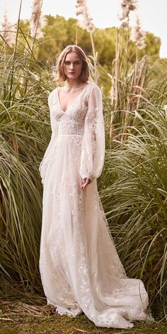 Vintage Wedding Dresses - Most brides dream about beautiful and original wedding dress. Bohemian wedding dress will be an ideal variant for you. Find your favorite and pin it! Bohemian Wedding Dresses, Designer Wedding Dresses, Bohemian Weddings, Ethereal Wedding Dress, Bohemian Bride, Bohemian White Dress, Unique Wedding Dress, Wedding Dress Black, Bohemian Gown