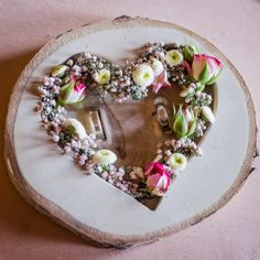 Alternative wooden ring pillow with flowers and milled heart. Photo: The Ce . - Alternative wooden ring pillow with flowers and milled heart. Photo: The Ceh Alternative wooden rin - Maroon Wedding, Fall Wedding, D Flowers, Ring Tattoos, Wedding Tags, Ring Pillow, Photo Heart, Wooden Rings, Made Of Wood