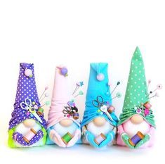 Pastel gnomes that appear to be pin cushions. The pin I pinned from was in a foreign language. Christmas Gnome, Diy Christmas Gifts, Holiday Crafts, Nordic Christmas, Sewing Crafts, Sewing Projects, Craft Projects, Cute Crafts, Diy And Crafts