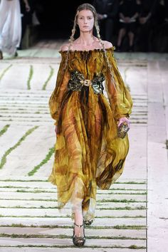 Alexander McQueen Spring/Summer 2011. Amazing dress