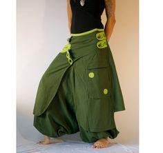 Cool pantalones Aladdin conocidos como pantalones harén o afgana son muy cómodos. Está bordados con botones de un lado, buscar tanto pantalón como falda y se la más impecable gusto para la ropa de fiesta.  ☆  100% algodón, 2 bolsillos, 1 con cremallera, elásticos tobillos  ☆  Se adapta a ocasiones Casual y fiesta.  ☆  MEDIDAS  S Cintura baja - 76 cm/30 pulgadas Caderas - 94 cm/37 pulgadas Longitud total (outseam) - 98 cm / 38,5 pulgadas M Cintura baja - 81 cm/32 pulgadas C...