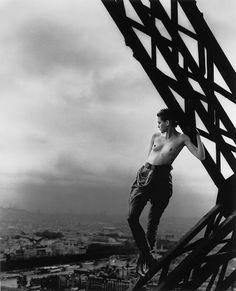 Peter Lindberg  Mathilde sur la Tour Eiffel 1989
