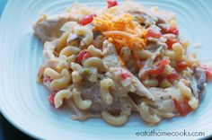 Cheesy Chicken Chili Mac - Make it Quick with Rotisserie Chicken and Macaroni - Eat at Home Easy Chicken Chili, Cheesy Chicken, How To Cook Chicken, Chicken Recipes, Cooked Chicken, Turkey Chicken, Teriyaki Chicken, Leftovers Recipes, Dinner Recipes