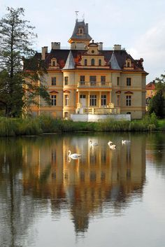 Joanna Lamparska przedstawia Woman's World Beautiful Architecture, Beautiful Buildings, Beautiful Places, Poland Travel, Warsaw Poland, Castle House, Country Estate, Cool Countries, Best Cities