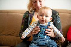 Leon könnte eine Prothese bekommen - doch das lehnen die Eltern ab. Sie könnte für noch größere Probleme sorgen. Baby, Health Ministry, Newborns, Parents, Education, Baby Humor, Infant, Babies, Babys