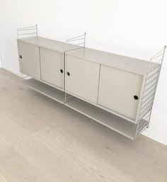 """VillaJohansson on Instagram: """"Vi har köpt en stringhylla som vi ska ha som tvmöbel. I nya färgen beige. Visst var den fin? Vi ska nog bygga på den med fler delar senare,…"""" Interiors, Cabinet, How To Plan, Living Room, Tv, Storage, Furniture, Instagram, Home Decor"""