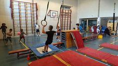 Verschillende duikelsituaties , gymles Pe Lessons, Stunts, Pitch, Basketball Court, Teaching, Sport, Gymnastics, School, Ideas