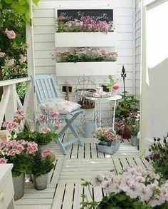 Три причины выбрать стиль шебби-шик для дизайна террасы. Как правильно выбрать фон, мебель, ткани, аксессуары, как расположить цветы. Все…