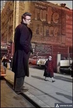 James Dean the Giant standing on the sidewalk in NYC American Idol, American Actors, James Dean Life, Famous Celebrities, Celebs, James Dean Photos, Classic Movie Stars, Vintage Hollywood, Hollywood Stars