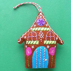 a free felt Christmas ornament pattern