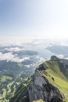 Aussicht vom Esel - Pilatus Gipfel Beautiful Things, Beautiful Pictures, Wanderlust, Mountain Hiking, Backrounds, Trekking, Wilderness, Landscape Paintings, Places To Travel
