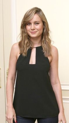 Brie Larson, Bold And The Beautiful, Beautiful Women, Famous Celebrities, Celebs, Emma Dumont, Danielle Panabaker, Posing Guide, Elizabeth Olsen