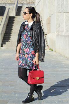 Vestido flores #vestido #flores #zara #rojo #bolso #biker #negra #outfitlady #look #moda #vigo #modagalicia #modavigo #siemprehayalgoqueponerse #fashion #dress