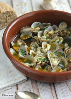 Spanish Kitchen, Spanish Cuisine, Spanish Food, Tapas, My Favorite Food, Favorite Recipes, Fish Dishes, Clams, Fish And Seafood