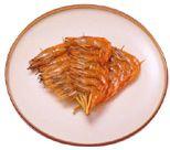 えび 長いひげをはやし、腰が曲がるまで長生きすることを願って正月飾りやおせち料理に使われます。おせち料理には、小えびを串で止めた鬼がら焼がよく用いられます。