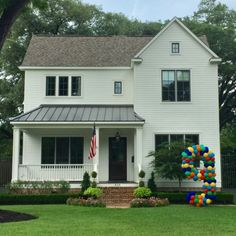 Bring the party to your yard with a custom yard balloon.The Best Balloons in Houston! Balloon delivery: balloon numbers, letters, arches, columns, and much more! Pergola Ideas For Patio, Pergola Plans, Underwater Party, Balloon Delivery, Number Balloons, Curb Appeal, Farmhouse Style, House Plans, Yard