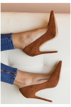 #brown #high #heels #pumps #brownhighheelspumps Heels shoes denim jeans style tatts tattoo tattoos fashion stilettos skinny jeans summer spring Pretty Shoes, Beautiful Shoes, Cute Shoes, Me Too Shoes, Fancy Shoes, Gorgeous Women, Dream Shoes, Crazy Shoes, Shoe Boots