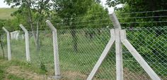 Beton direkli örgülü kafes çit uygulaması..