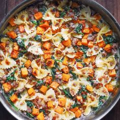 Creamy Butternut Squash Pasta with Sausage and Spinach - Julia's Album Creamy Spinach Sauce, Simple Spinach Salad, Creamy Pasta, Roasted Potato Recipes, Pork Recipes, Pasta Recipes, Butternut Squash Ravioli, Roasted Butternut, Pizza