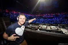 DJ Tiësto mit neuer Single!   Es gibt eine tolle Neuigkeit für alle DJ Tiësto Fans: DJ Tiësto hat vorige Woche am 27.11. eine neue Single rausgebracht. Bereits im vorigen Album hat Tiësto mit einigen Künstlern aus der Pop- und Dance-Szene zusammengearbeitet. Darunter befanden sich zum Beispiel Hardwell und Icona Pop. Und auch
