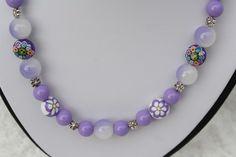 #Schmuck #Kette #Halsschmuck #flieder #lila #Blümchen   Hier aus meiner Ketten-Edition ein zauberhaftes Unikat in silber, flieder und lila mit Perlen in verschiedenen Größen und Materialien...