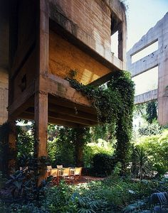 Spanish architect Ricardo Bofill transformed an abandoned cement factory and industrial complex into the head office of Taller de Arquitectura. Loft Design, House Design, Factory House, Ricardo Bofill, Villa, Modern City, Concrete Jungle, Interior Exterior, Interiors
