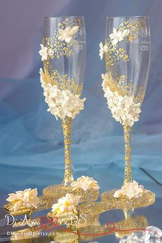 Personalized Wedding Set, Wedding Anniversary Gifts, Gold Lace Cake Table Ideas, Wedding Cake Serving Set in Champagne, Ivory Flowers Wedding Sets, Wedding Styles, Wedding Cake, 50th Wedding Anniversary Decorations, Wedding Decorations, Easy Homemade Gifts, Anniversary Surprise, Wedding Glasses, Champagne Glasses