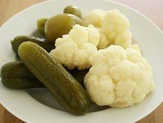 Palócprovence: Hordós savanyúság Pickling Cucumbers, Pickles, Cauliflower, Food And Drink, Vegetables, Cauliflowers, Vegetable Recipes, Pickle, Cucumber