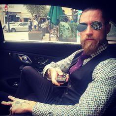 Justin O'Shea ...camasa cu patratele mici mov si cravata mov Ted Baker