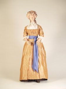 round gown 1785 - Kent State