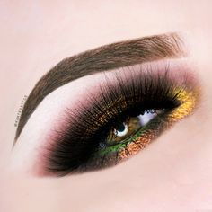 Makeup Geek Contour Powder in Bad Habit + Makeup Geek Eyeshadows in Corrupt and White Lies + Makeup Geek Foiled Eyeshadows in Fortune Teller, Showtime and Untamed. Look by: Kim ter Stege