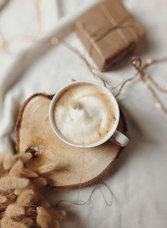 #coffeetime #coffeelover #coffeeholic #kawa #kawazmlekiem #coffeecoffeecoffee #flatlaynation #flatlayphotography #flatlaypoland #still_life_mood #viewfromtop #stillswithstories #mytablesituation #coffeestyle #slowdownwithstills #creativeflatlays #theflatlaysquad #darmowepobieranie #pobierzzadarmo #caffeinecouture #smallmomentsofcalm #calmversation #coffee_inst #country_stilllife #coffeefliicks #ofsimplethings #coffeeandseasons #stylingtheseasons #momentsofmine #szablonysocialmedia