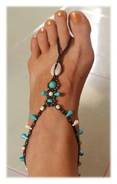 Macrame Barefoot Sandal with Cowrie Shell / Toe Anklet (single) by Malatichan on Etsy