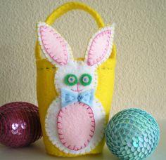 Felt Applique Embroidered Easter bucket http://dmc-threads.com/felt-easter-basket/
