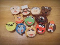 Muppet face cupcake tutorial- really easy to make.