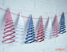 Free Printable - cascading Christmas Tree garland | MollyMoo