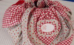 The cottage Rosa: Tutorial bag seams Fabric Purses, Fabric Bags, Patchwork Bags, Quilted Bag, Tutorial Patchwork, Tote Tutorial, Small Sewing Projects, Diy Handbag, Handmade Purses