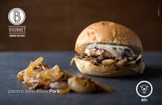 "#BourPork #bourmet #pesaro #hamburger #burger #bistrot #burgerbistrot #foodporn #slowfood #km0 #stillife• Cipolla saltata • Radicchio lungo • Salsiccia • Formaggio ""Mucchino"" SanPatrignano"