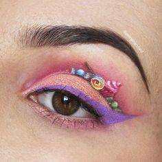 Makeup für Ameisen: Sie schafft winzige Gemälde auf ihre Augenlider - Süßigkeiten
