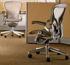 The Aeron chair didn't end up in the Museum of Modern Art's permanent collection just because it looks cool. Although it does. Its looks are only the beginning. Aeron accommodates both the sitter and the environment. It adapts naturally to virtually every body, and it's 94% recyclable. Even if it's black, it's green.