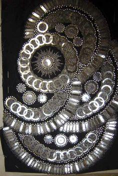 Echantillon de broderie de paillettes argentées superposées sur fond noir. © Patrimoine Lanvin. #Lanvin125