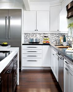 Candice Olson's backsplash was meant to resemble contemporary abstract art. Via Elle Decor