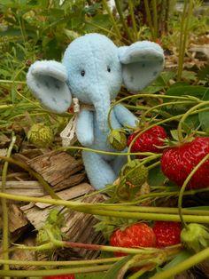 mini elephant Louis - LJ |Dekoration Elephant, Teddy Bear, Mini, Animals, Decorations, Art, Animales, Animaux, Elephants