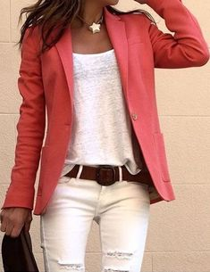 Loose white Tee with blazer, belt and jeans - Outfit - Casual Outfits Mode Outfits, Casual Outfits, Fashion Outfits, Womens Fashion, Fashion Ideas, Coral Fashion, Fashion Jobs, Flannel Outfits, Fashion Quotes