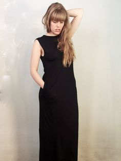 ⭐️⭐️⭐️⭐️⭐️ 5 star review: Metamorph Convertible Dress This is my favourite all time dress, in fact I own the  same dress in three different colours. Fits and wears beautifully. #multiwaydress #ethicalfashion #bamboo #madeincanada #fashion #littleblackdress