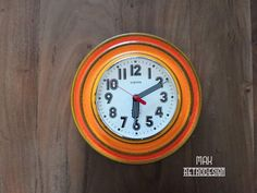 Europa retro / vintage clock made in West Germany in the Diameter 24 cm. The clock works very well on a battery. The clock is made of ceramics. Articles Vintage, Retro Vintage, Clock, Orange, Etsy, Retro Clock, Germany, Watch, Clocks