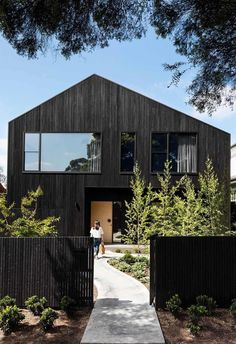 Entrepreneur and serial renovator Belinda Alexander reached for the sky with her latest project, a brave new build in Melbourne. Australian Architecture, Contemporary Architecture, Interior Architecture, Australian Houses, Residential Architecture, Interior Design, Gable House, Modern Barn House, Timber Cladding